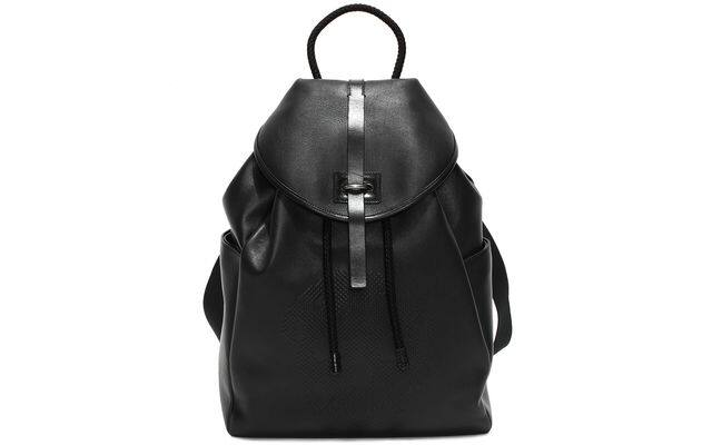黑色皮革backpack $17,700